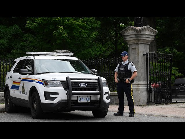 Armed man who accessed Rideau Hall grounds arrested 1