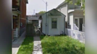 Tiny Toronto house hits market for $1 million 6