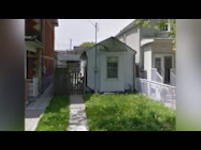 Tiny Toronto house hits market for $1 million 2