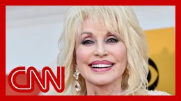 The secret behind Dolly Parton's unmistakable look 6