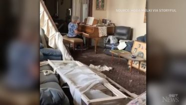 Woman plays piano in the wreckage of her Beirut apartment 6
