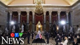 Tributes pour in as Ruth Bader Ginsburg lies in state 2