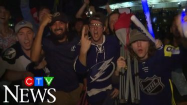Tampa Bay Lightning fans gather despite COVID-19 pandemic 6