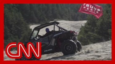 'Dunes and Deplorables': A Trump rally in the sand 6