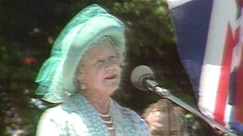1985: Queen Mother gets warm welcome during visit to Regina 1