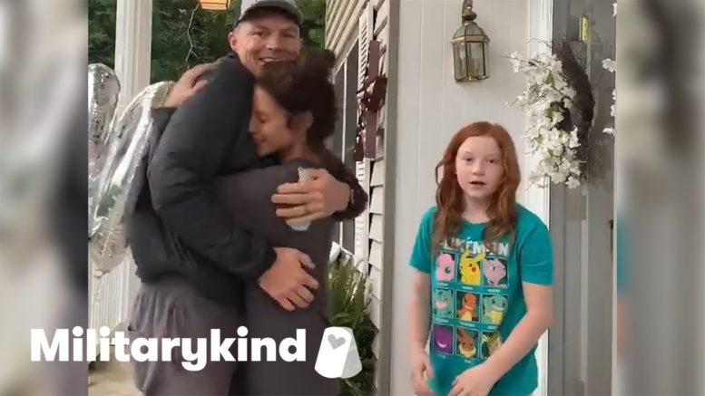 Flower 'delivery man' is Army dad in disguise | Militarykind 1