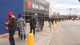 Shoppers flood malls as Toronto lockdown looms 5