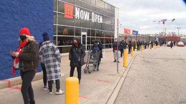 Shoppers flood malls as Toronto lockdown looms 6