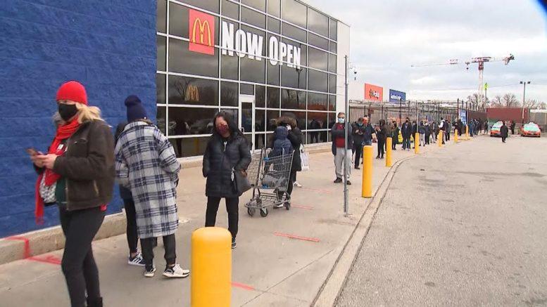 Shoppers flood malls as Toronto lockdown looms 1