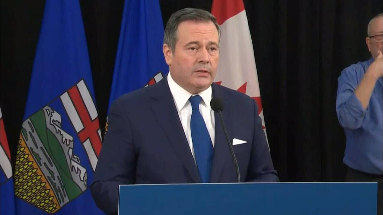COVID-19 cases are skyrocketing in Alberta, but Jason Kenney says his response has been effective 9