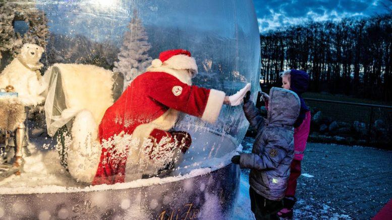 Santa greets kids from inside snow globe in Denmark 1