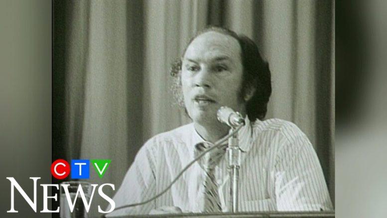 1971: PM Pierre Trudeau jokes about press coverage 1