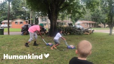 Man travels the US to mow lawns for those in need | Humankind 10