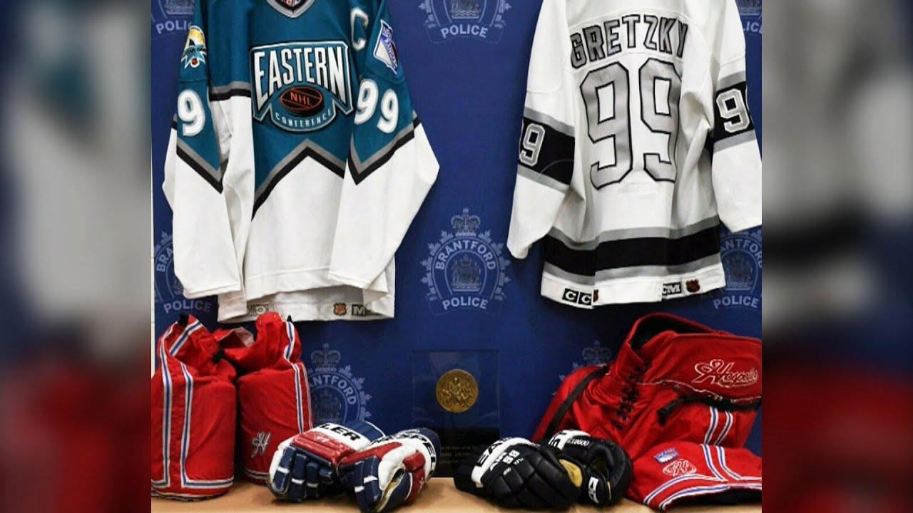 Senior Ontario cop charged in Wayne Gretzky memorabilia theft 1