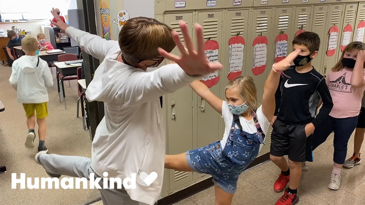 Teacher welcomes students to class in awesome way | Humankind 1