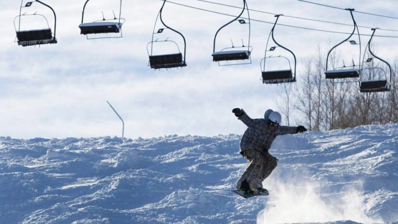 'It makes no sense': New lockdown in Ont. forces ski hills to close 1