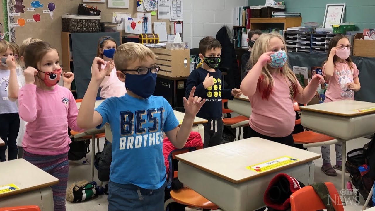 Class learns to sign 'O Canada' amid COVID-19 restrictions 1
