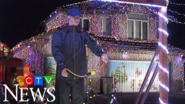 Alberta man recreates famous scene from Christmas movie 6