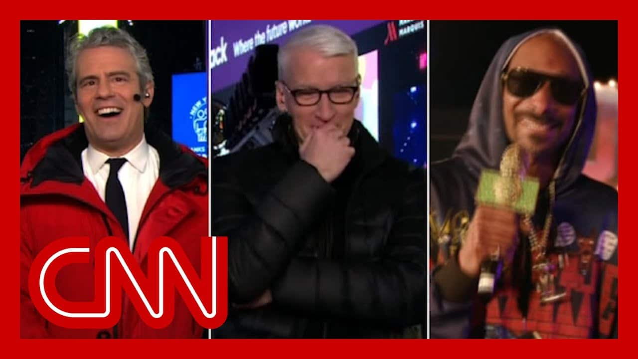 Anderson loses it during Snoop Dogg's interview with Andy Cohen 1
