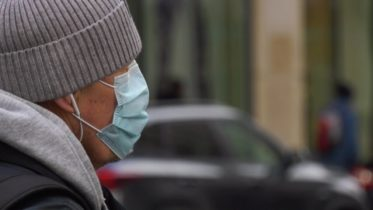 Do you need to wear a mask outdoors during the winter? Dr. Isaac Bogoch explains 6