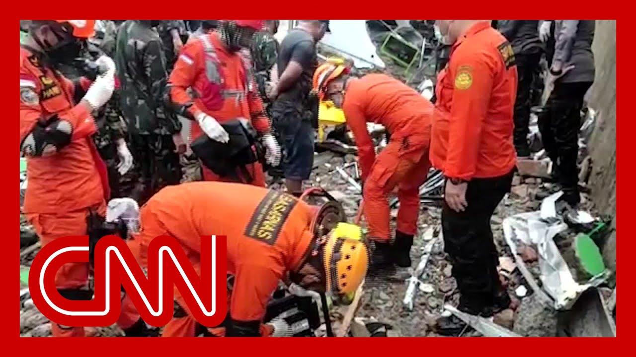 'Desperate' rescue efforts ongoing as Indonesia quake kills dozens 1
