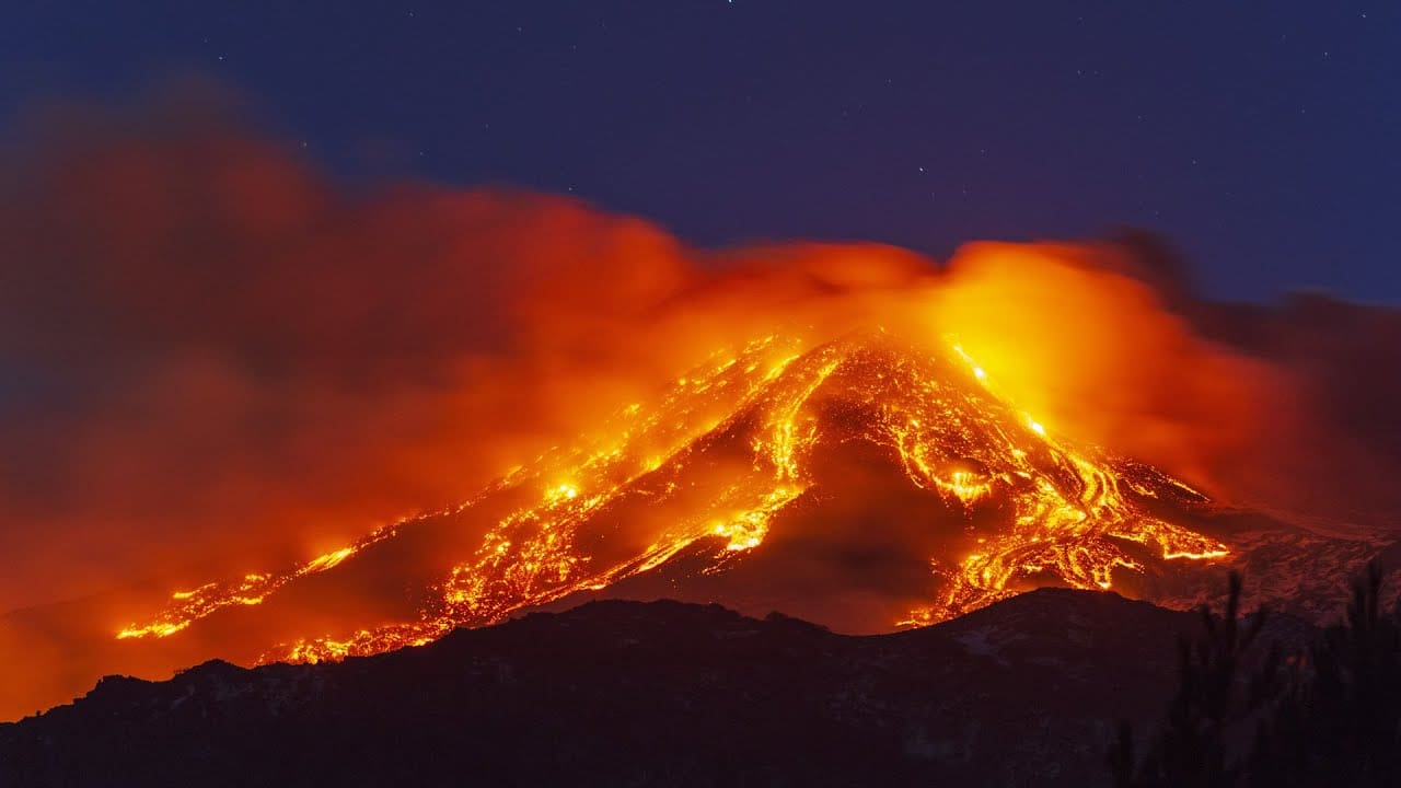Timelapse: Spectacular eruption from Italy's Mount Etna 6