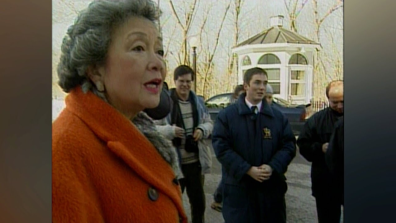 2005: Then-GG Adrienne Clarkson apologizes to teen who questioned her spending 2