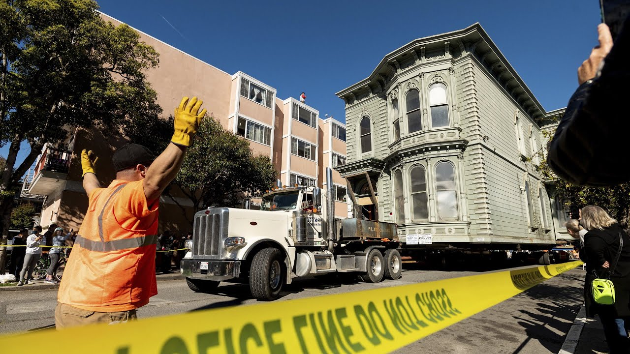 Watch this 139-year-old house wind through San Francisco 3