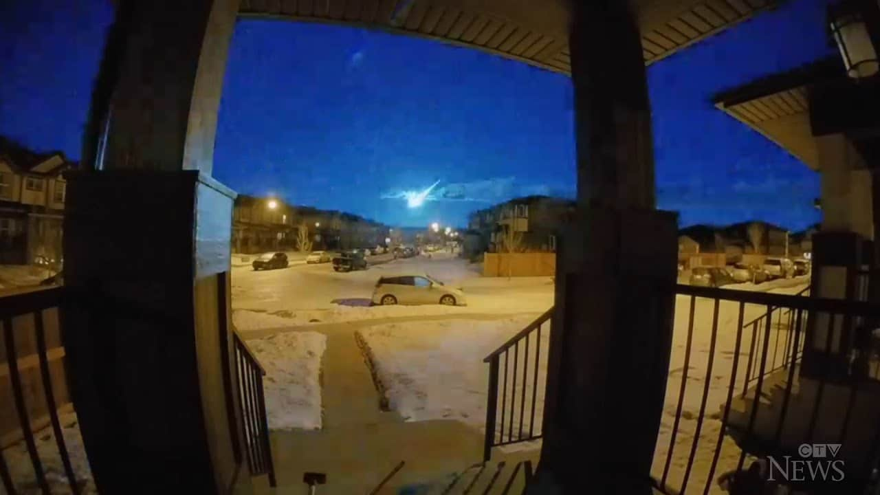 Surveillance cameras capture meteor in Alberta 1