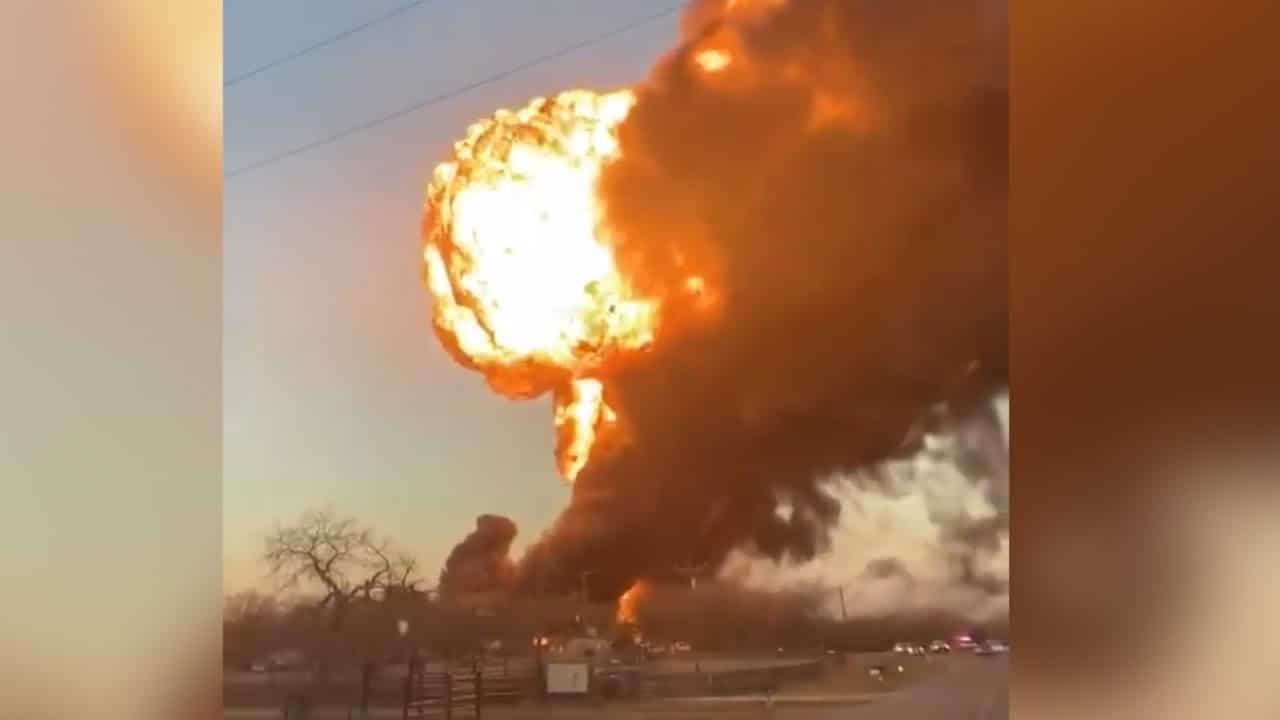 Huge fireball after train collides with truck in Texas 1