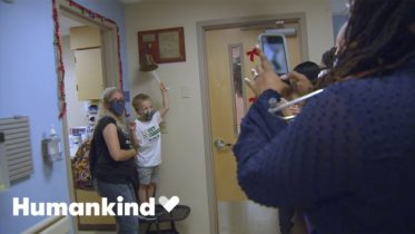 Little boy finishes chemo with a dance party | Humankind 6