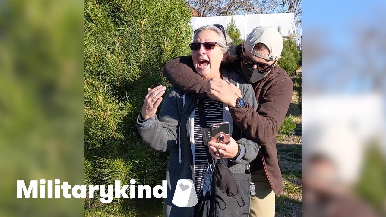 Navy diver wraps mom in surprise hug | Militarykind 1