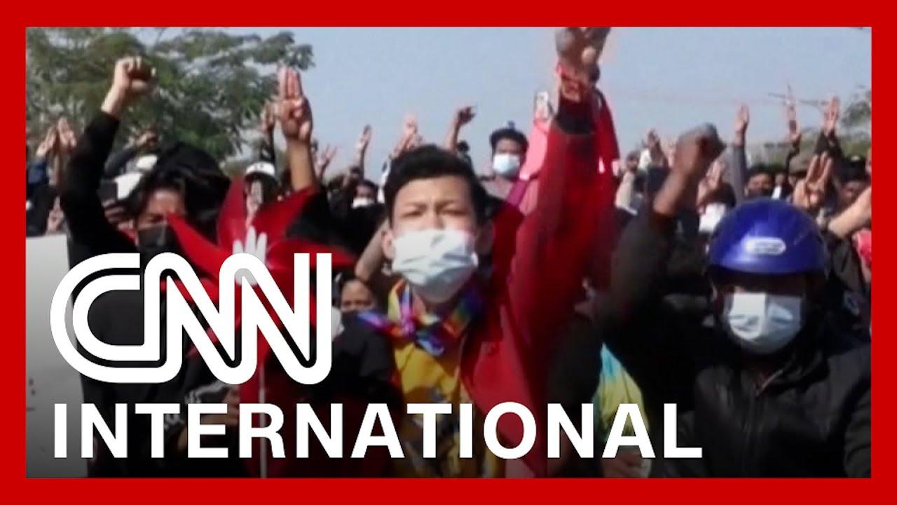 CNNi: Myanmar protesters clash with police, demand democracy 1