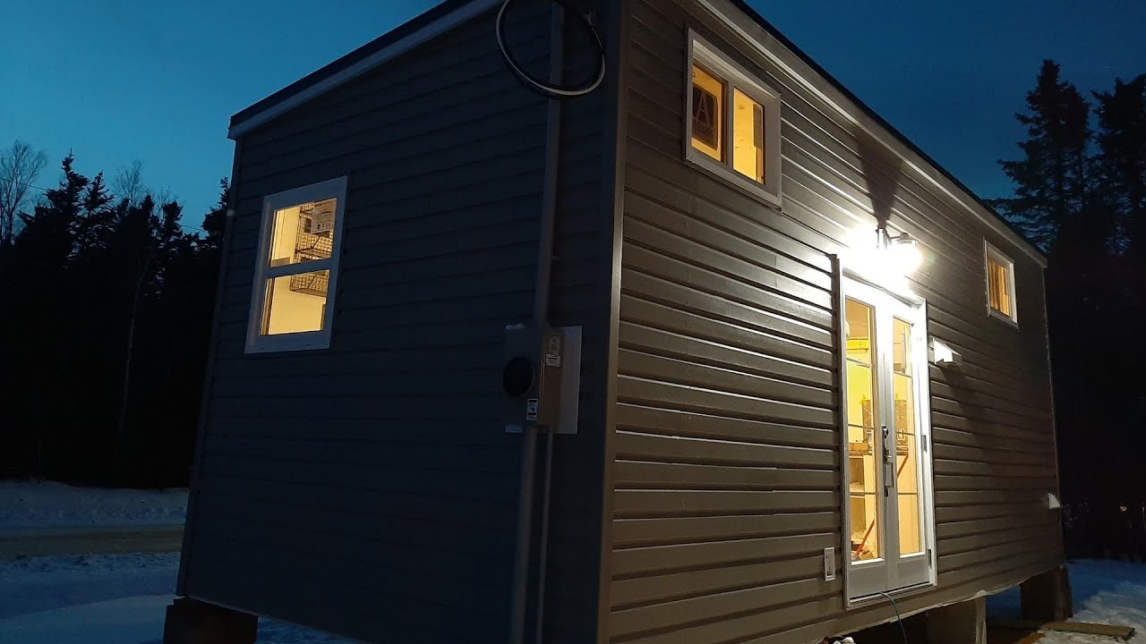 Indigenous tiny-home builders hope to solve housing crisis 1