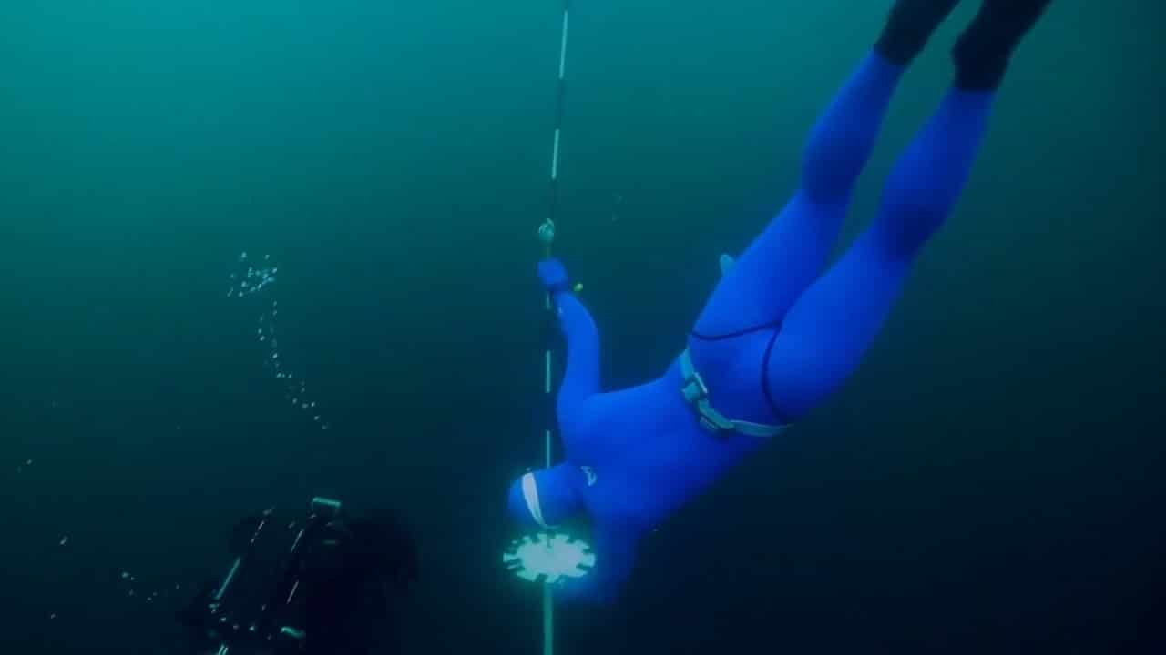 Watch these Russian freedivers try and break a world record 1