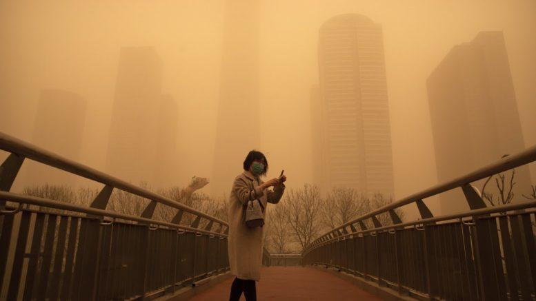 Sandstorm turns Beijing into scene reminiscent of sci-fi film 1