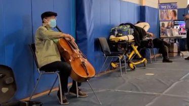Cellist Yo-Yo Ma gives surprise concert at vaccination site 6