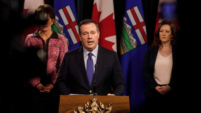 """""""Spectacularly inaccurate"""": Jason Kenney attacks Ottawa's pandemic modelling 