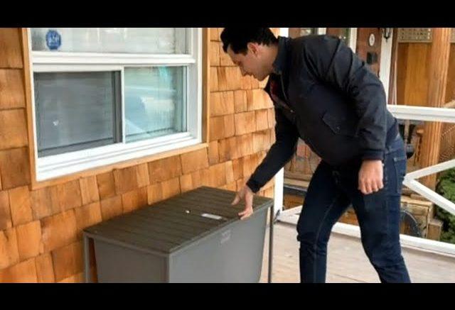 Toronto man creates 'Boxr' bench to combat porch pirates 1