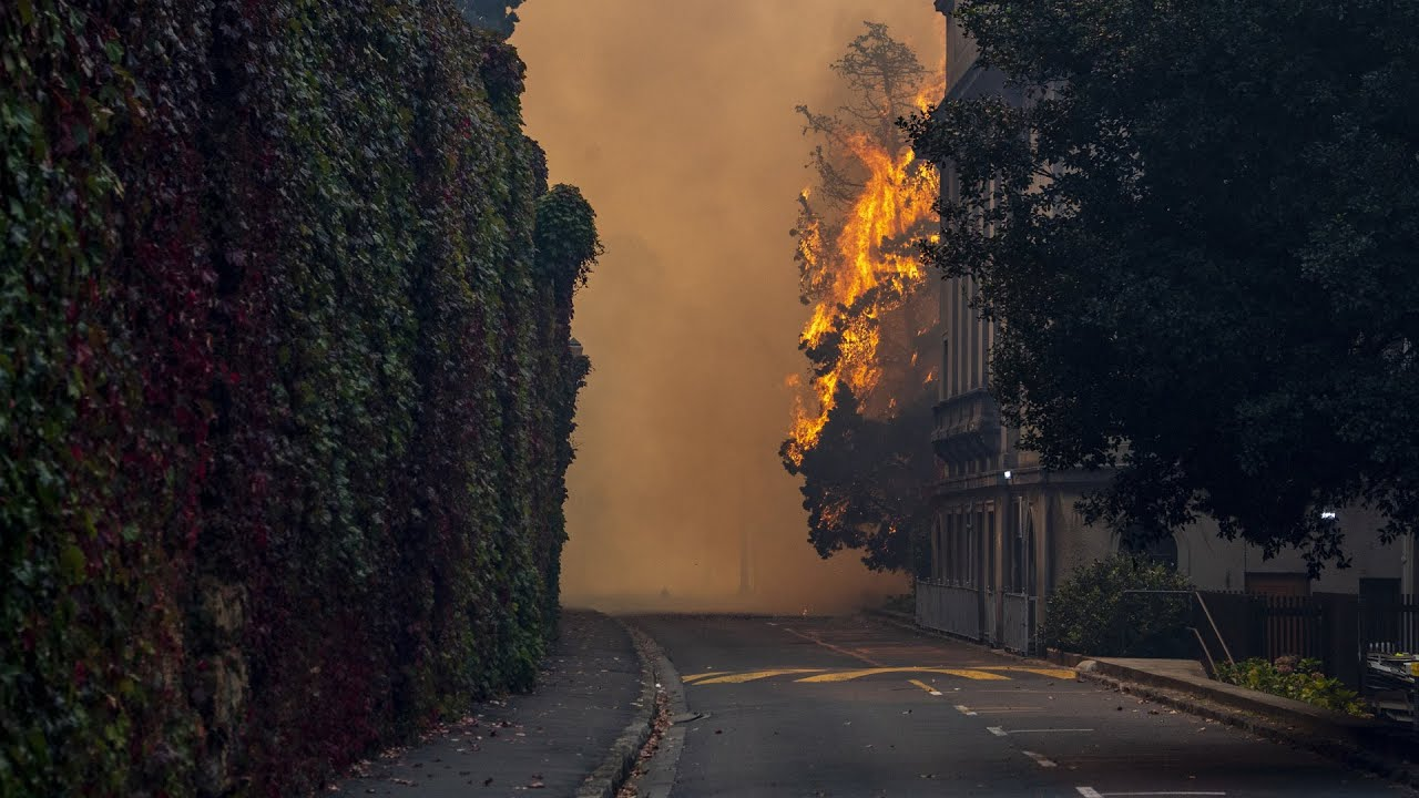Wildfire threatens Cape Town, destroys parts of university 3