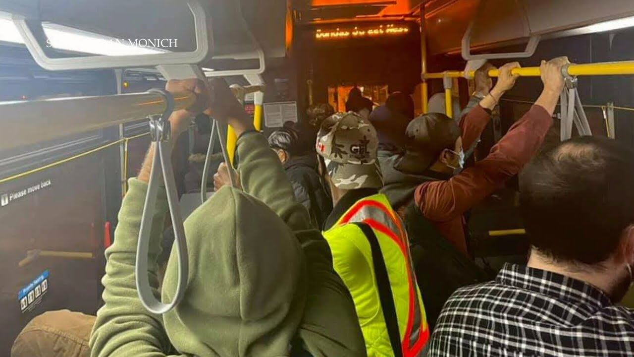 Essential worker shares image of crowded Toronto bus amid third wave 1