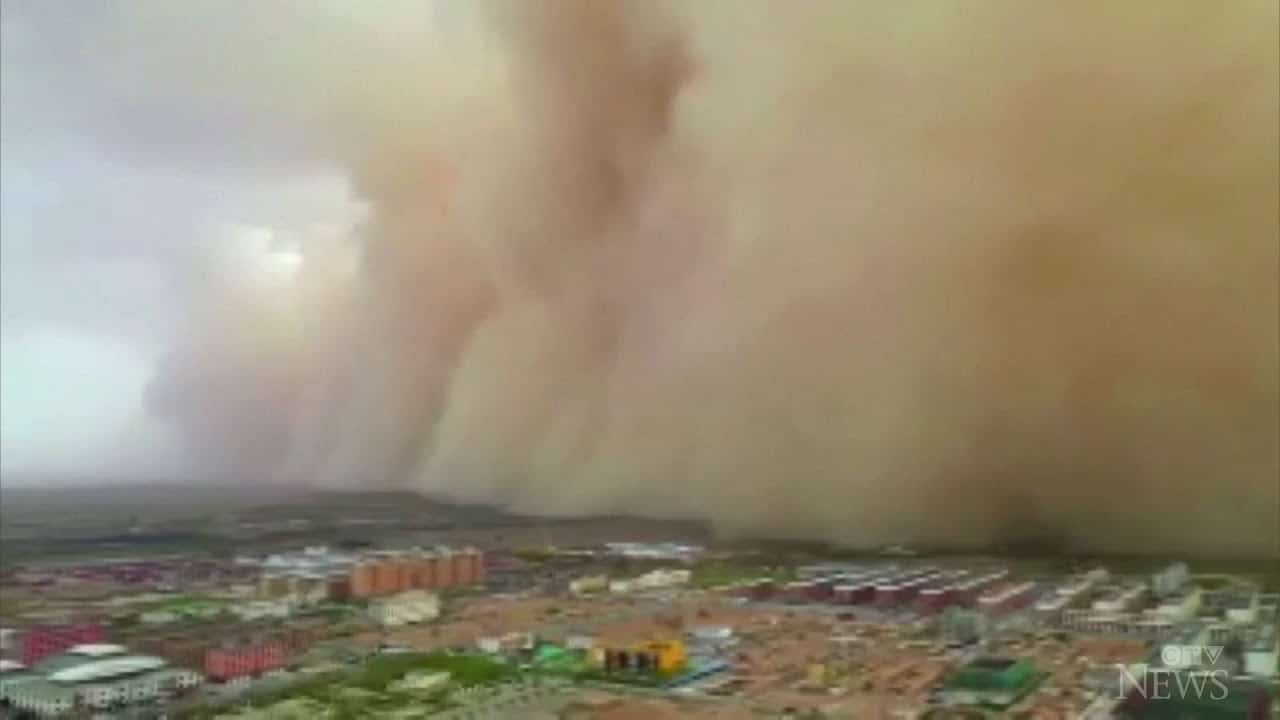 Massive sandstorms blanket Inner Mongolia 1