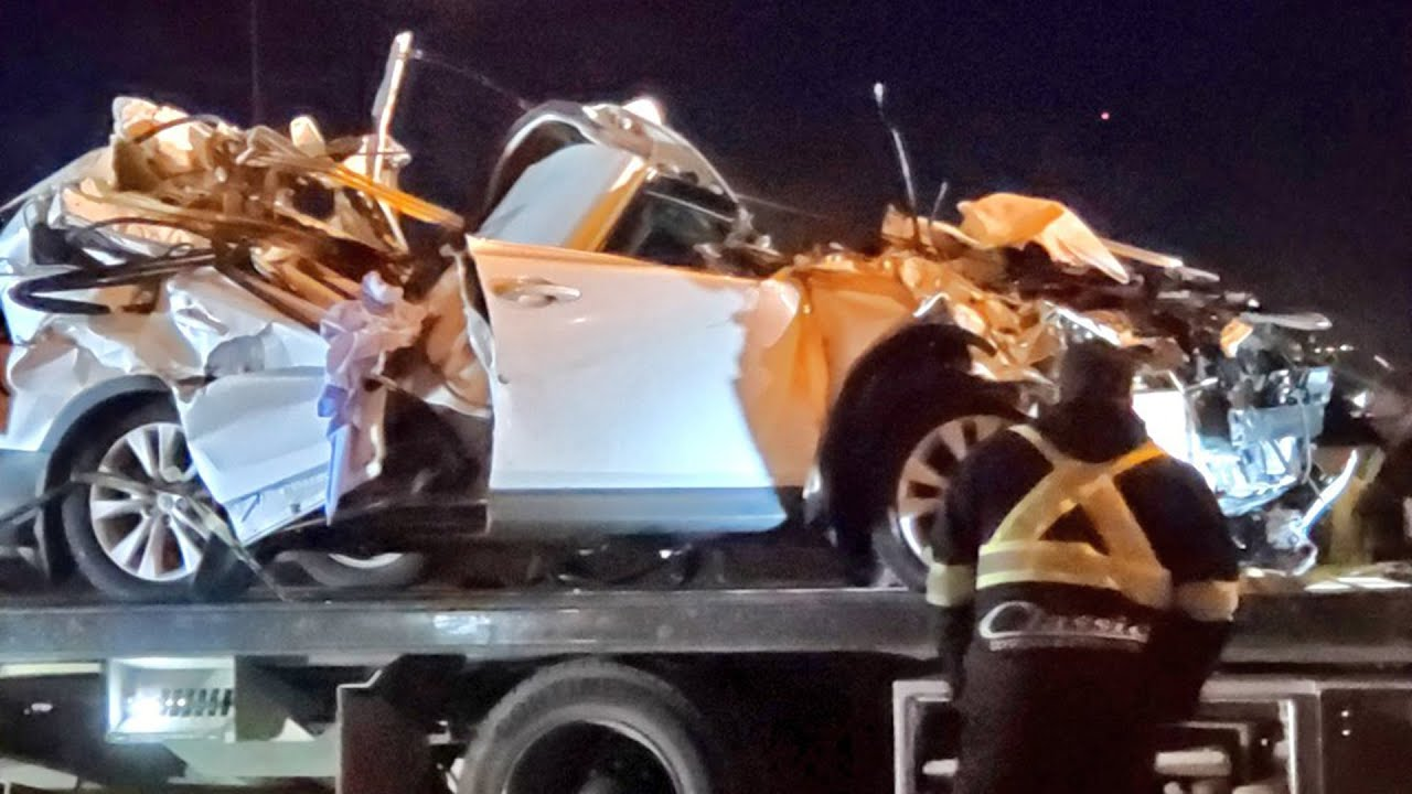 Toronto driver dies after car crushed by falling highway sign 1