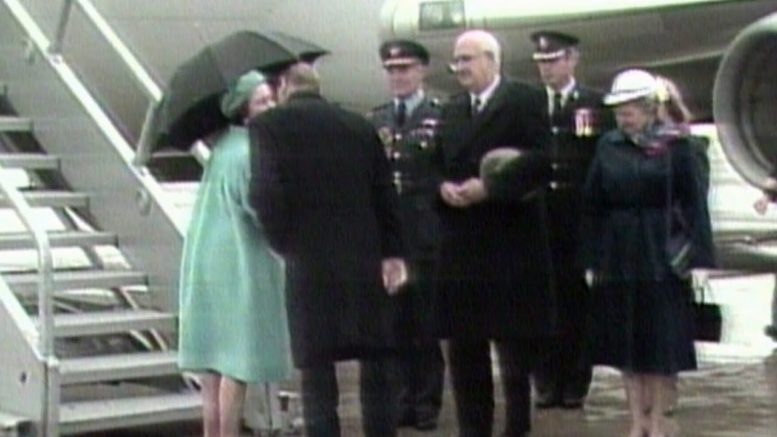 Queen Elizabeth and Prince Philip share rare public kiss in Canada | ARCHIVE footage from 1984 1