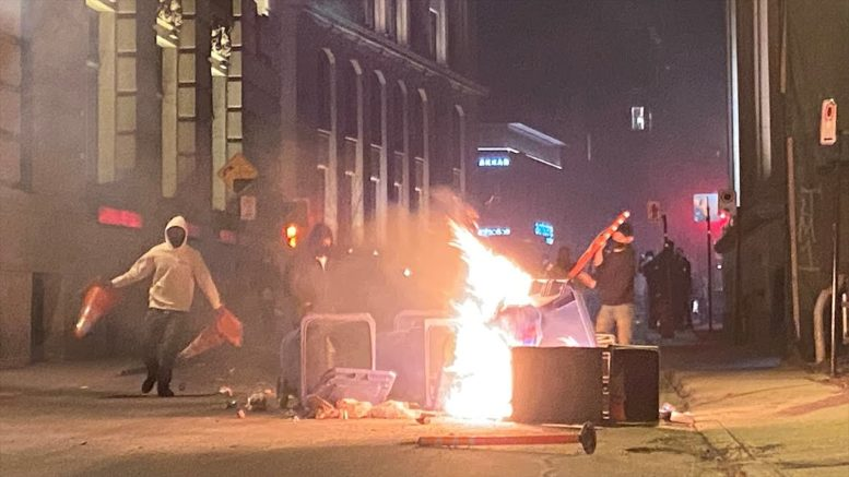 Rioters set fires, smash windows in Montreal curfew protest 1