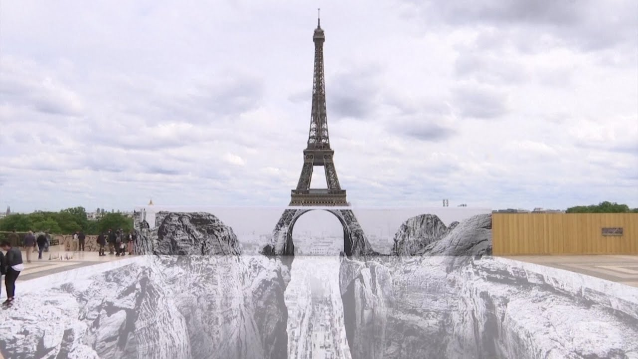 Artist creates stunning optical illusion of the Eiffel Tower 2