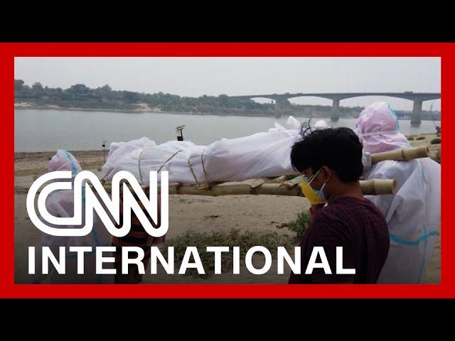 Makeshift crematoriums are built as India's crisis worsens 9