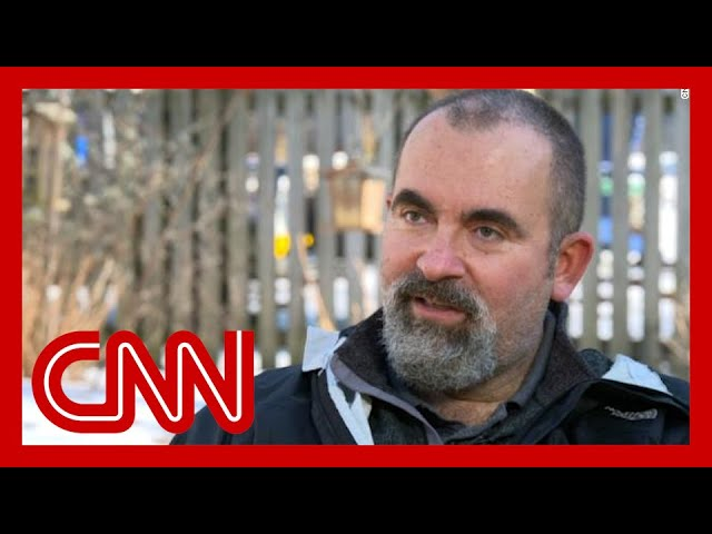Former CIA officer describes experience with mysterious illness 1