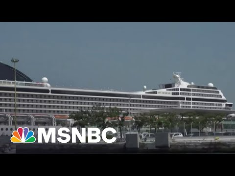 Anti-Cruise Ship Campaigners Protest Departing Ship 1
