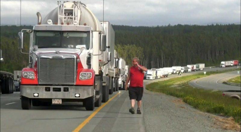 Protesters block TransCanada Highway at the N.B.-N.S. border 1